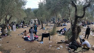 Refugees have endured all night in and next to the queue / copyright: Salinia Stroux