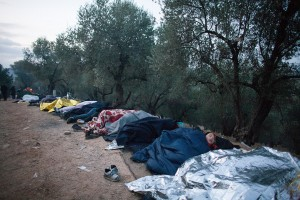 Hundreds of refugees sleep overland in the queue / copyright: Salinia Stroux