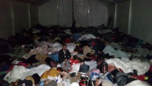 Syrians sleeping in the big tent / copyright: Salinia Stroux