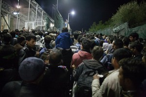 A cloud of people infant of the gates of Moria is waiting for registration all through the night / copyright: Salinia Stroux