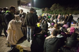 Hundreds of Syrian wait for their registration in Moria / copyright: Salinia Stroux