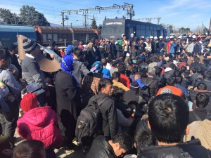 Police forces uncover Afghans among the SI-nationalities in Idomeni and pull 4 families out